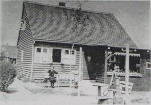 Schon Ende 1932 wurden die ersten Holzhäuser in der Karlsruher Hardecksiedlung bezogen. (Foto: Falkenberg-Chronik)