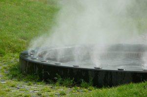 Die Magische Quelle, die den Dampf versprüht.